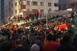 Bloc cu opt etaje, prăbușit în Istanbul. Zeci de persoane sunt prinse sub dărâmături. VIDEO
