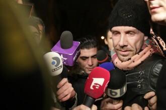 Momentul în care Matteo Politi a fost adus la Poliție. Falsul medic a fost reținut