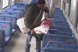 A coborât pe peron să fumeze o tigară și și-a lăsat copilul în tren. Ce a urmat. VIDEO