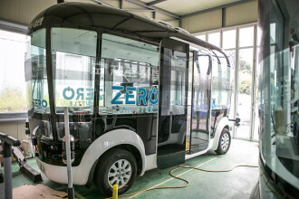 Un autobuz electric autonom 5G este testat într-un oraş din China. VIDEO