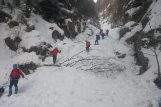 Operaţiuni dificile de salvare în Bucegi. Doi turişti, la un pas de moarte
