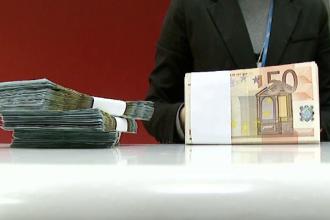 Prețurile din România calculate în euro vor fi afișate în lei. Cine va câştiga