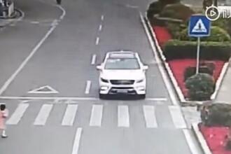 Video viral. Gestul unei fetițe din China după ce un șofer a oprit să o lase să traverseze