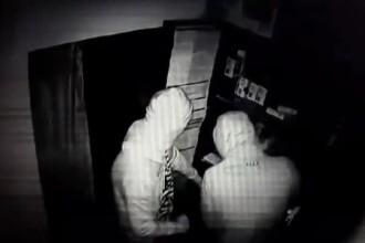56 de telefoane, furate în câteva minute. Câte au vândut hoții până au fost prinși