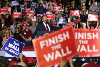 """Trump vrea să aloce 8 miliarde zidului de la graniță. Va declara """"urgență națională"""""""