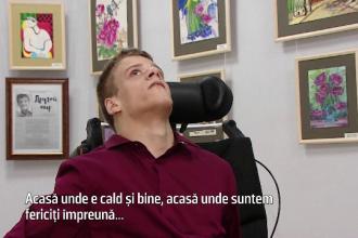 Un orfan cu paralizie cerebrală, printre cei mai populari artişti ruşi. Cum pictează