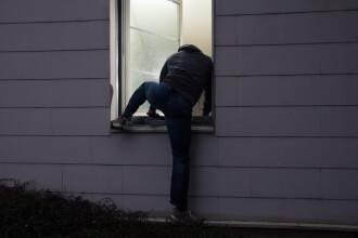 Un spărgător din Marea Britanie a încercat să-şi şteargă urmele cu suc
