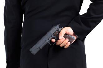 Un bărbat care se plimba cu un pistol neletal prin București a fost imobilizat