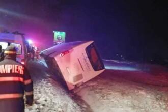 Un autocar cu 25 de persoane s-a răsturnat pe DN1. Opt persoane au fost rănite