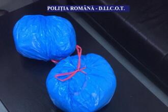 Ce au găsit polițiștii în rucsacul unui tânăr care venea din Grecia. L-au reținut imediat