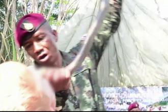 Soldaţii care au învățat să bea sânge de șarpe și să mânânce scorpioni şi larve