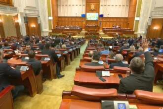 """Ceartă în Parlament, din cauza majorării alocațiilor: """"Închideţi gura!"""""""