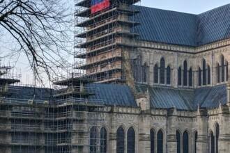 Furie în UK după ce un steag uriaș al Rusiei a apărut pe catedrala din Salisbury