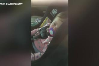 Şi-a încuiat din greşeală bebeluşul în maşină. Cum i-a salvat un deţinut copilul