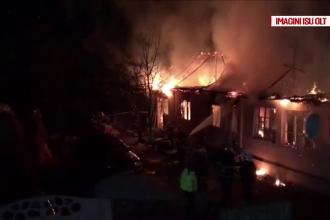 Au scăpat ca prin minune, după ce le-a ars casa. Detaliul care l-a alertat pe un bărbat