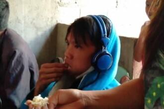 Copil obsedat de jocuri video, hrănit cu forța de mama lui. VIDEO