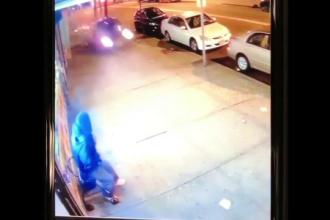 Momentul în care un pieton e la un pas de moarte pe trotuar din cauza unui șofer beat