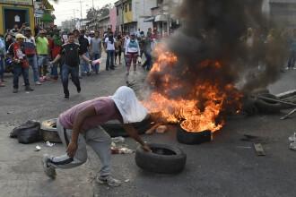 Violențe la granițele Venezuelei: 2 morți și 17 răniți. Mai mulți ofițeri au dezertat
