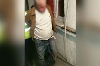 Recidivist prins în timp ce încerca să violeze o femeie, într-o clădire din Capitală