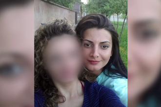 """Crima din Arad. Mărturii de groază ale vecinilor: """"Copilul voia să iasă, țipa"""""""