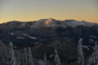 """Fenomen spectaculos în Bucegi. """"Cristalele de gheață din nori au descompus lumina"""". FOTO"""