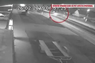 Accident filmat în Arad. Un bărbat a fost proiectat prin parbriz şi a murit. VIDEO