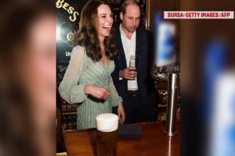 Ipostaza în care au fost surprinși Kate și William, într-un local din Irlanda de Nord