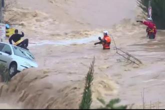 Inundații puternice în Ierusalim. Momentul salvării unui șofer luat pe sus de ape