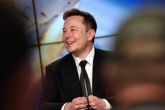 Compania Neuralink, creată de Elon Musk, a implantat un cip în creierul unui porc