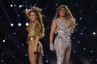 Shakira şi J-Lo, recital plin de energie în pauza Super Bowl. Fanii l-au catalogat unul dintre cele mai bune