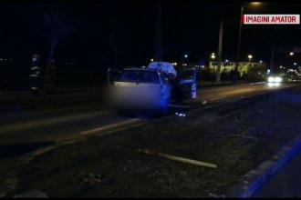 Două mașini s-au ciocnit frontal în Timișoara. O femeie şi fiul ei, în spital