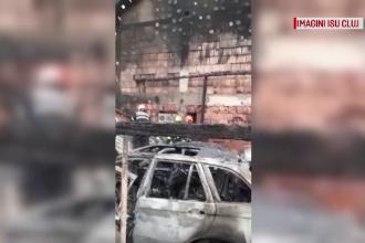 Incendiu violent în Cluj-Napoca. O casă și trei mașini s-au făcut scrum