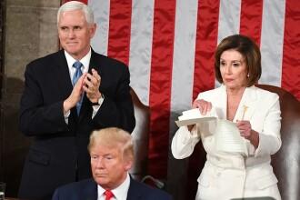 Donald Trump, sfidat de Nancy Pelosi. Democrata i-a rupt discursul privind Starea Națiunii