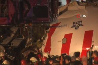 Un avion s-a rupt în două, după ce a ieşit de pe pistă, la Istanbul. Un mort și 157 de răniți