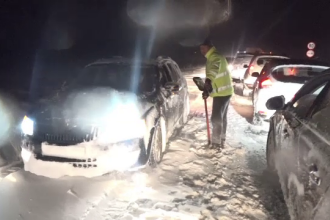 Haos pe șoselele din România după 24 de ore de cod roșu de viscol: