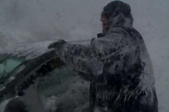 Zeci de șoferi din Constanţa și-au abandonat mașinile în câmp și au plecat pe jos: