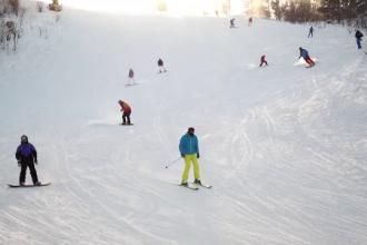 Staţiunile de la munte încep pregătirile pentru noul sezon de schi. Care vor fi principalele restricții