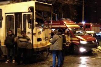 Accident între două tramvaie în Capitală. Mai multe persoane au ajuns la spital