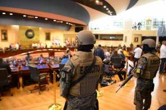 Președintele statului El Salvador a intrat în Parlament cu armata. A cerut peste 100 mil. $