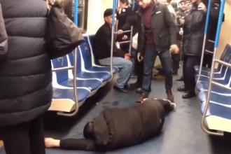 Panică la metrou. Un bărbat s-a prefăcut că este infectat cu coronavirus VIDEO