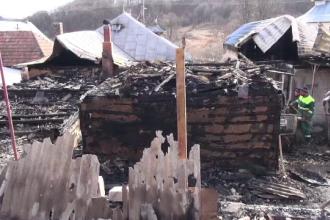 Incendiu devastator în județul Bacău. Doi soți au rămas pe drumuri