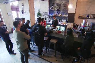 Criză de barmani în România. Ce trebuie să știe un barman sau un barista de succes