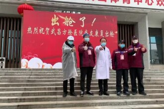Primii pacienți care s-au vindecat de coronavirus, externați în Wuhan. Peste 1.350 au murit