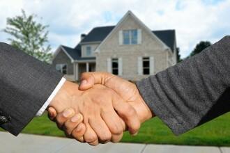 Cum câștigi câteva mii de euro vânzând casele altora. Avantajele meseriei de agent imobiliar