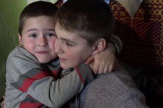 Dorința unui băiat de 12 ani, crescut împreună cu fratele lui de străbunicii bolnavi și săraci