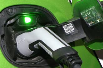 Guvernul va construi 1.000 de staţii de alimentare pentru maşini electrice