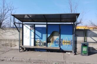 Staţii de autobuz vandalizate de un minor, în Galați. Adolescentul s-a urcat pe acoperişul unui refugiu
