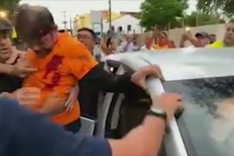 VIDEO. Un senator din Brazilia a fost împușcat când voia să intre cu buldozerul în poliție