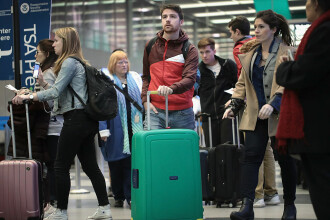 Dragoş Anastasiu: Să terminăm cu ipocrizia, românii nu pleacă în străinătate pentru bani