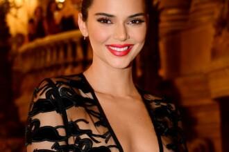 FOTO. Imagini incendiare cu Kendall Jenner. Model a pozat topless pentru o revistă